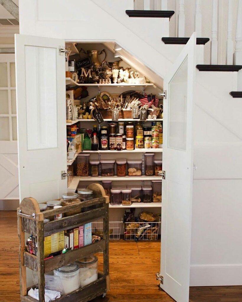 décorer le garde-manger sous  escalier